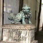 花園神社【頭になんか乗せてる狛犬】