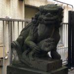 秋葉神社【鞠にパクつく子犬】