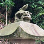 熊野神社/西川津町【灯篭の上の狛犬】