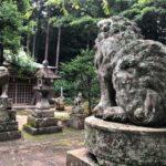 推惠神社【キツネにはさまれた狛犬】